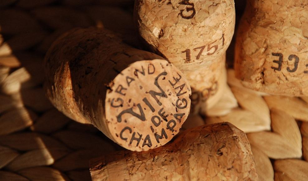 Pops! Que la fête commence avec le bruit caractéristique du bouchon de Champagne qui saute! - Copyrignt Quitou