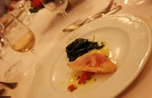 Filet de rouget rôti, pousses d'épinards et sauce vierge - restaurant le Théêtre à Epernay